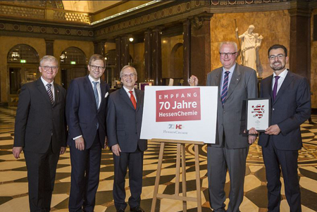 v.l.: Jürgen Funk, Dr. Oliver Franz, Prof. Dr. Heinz-Walter Große, Dr. Thomas Schäfer, Dirk Meyer. Foto: HessenChemie