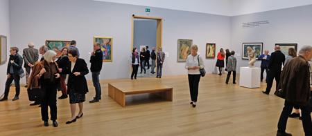 """Impression der Ausstellung """"Der Garten der Avantgarde. Heinrich Kirchhoff: Ein Sammler von Jawlensky, Klee, Nolde …"""" Raum 10 mit Arbeiten von Marc Chagall, Emil Nolde, Lehmbruck u. vielen weiteren Expressionisten. Foto: Diether v. Goddenthow"""