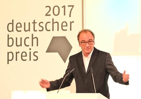 Robert Menasse betont, dass jeder Shortlist-Kandidat den Deutschen Buchpreis 2017 verdient hätte. Foto: Diether v. Goddenthow