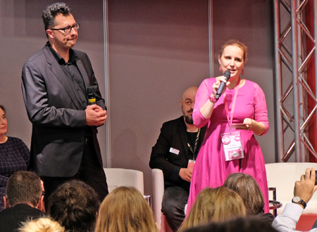Uwe Kalkowskis kaffehaussitzer.de gewinnt den Buchblog-Award. Jurysprecherin Sarah Reul begründet die Wahl. Foto: Diether v. Goddenthow