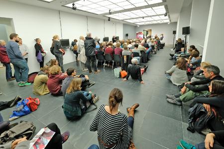 Neben dem Römer war die deutschsprachige Belletristik auch im Frankfurter Kunstverein vertreten. Foto: Alexander Paul