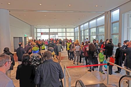 Sicherheitsschleusen wie am Flughafen. Foto: Diether v. Goddenthow