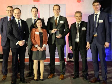 Das Gewinner-Team der InnoCow mit Wirtschaftsminister Dr. Volker Wissing (2.v.li.) GmbH. Foto: Diether v. Goddenthow