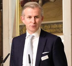 Festredner Jan Rinnert, Vorsitzender der Geschäftsführung Heraeus Holding GmbH. Foto: Diether v. Goddenthow