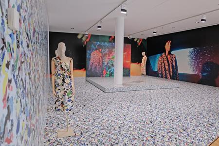 """Ausstellungs-Impression """"Jil Sander. Präsens"""" vom 4. Nov. 2017 bis 6.Mai 2018 im Museum Angewandte Kunst Frankfurt,   hier zum Thema """"Kunst und Mode""""  Foto: Diether v. Goddenthow"""