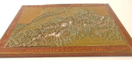 Die Reliefkarten der Gebrüder Bauerkeller  in Raum 3. Foto: Diether v. Goddenthow