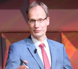 Michael Lohscheller, CEO, Opel Automobile GmbH, konnte gute Nachrichten hinsichtlich der Zukunft des Rüsselsheimer Autobauers überbringen.  Foto: Diether v. Goddenthow