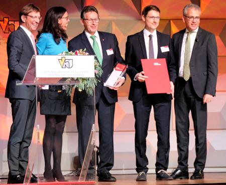 """Kategroie """"Innovativstes Unternehmen"""" Geschäftsführung von OptoTech Optikmaschinen GmbH Foto: Diether v. Goddenthow"""