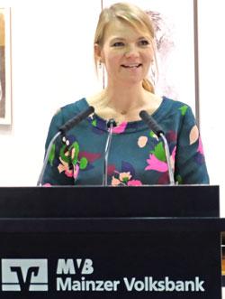 Super Laudatio von Kulturwissenschaftlerin Dr. Nicole Nieraad-Schalke. Foto: Diether v. Goddenthow