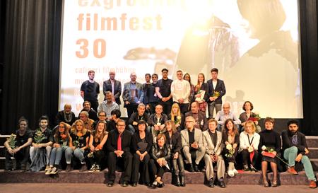 Preisträger und Team des 30. exground filmfestes Wiesbaden  Foto: Diether v Goddenthow