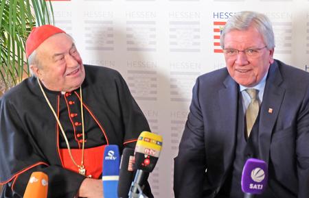 2016 wurde der frühere Mainzer Bischof Karl Kardinal  Lehmann von Ministerpräsident Volker Bouffier am 30. November 2016 mit der Wilhelm Leuschner-Medaille im Biebricher Schloss ausgezeichnet. Foto: Diether v. Goddenthow