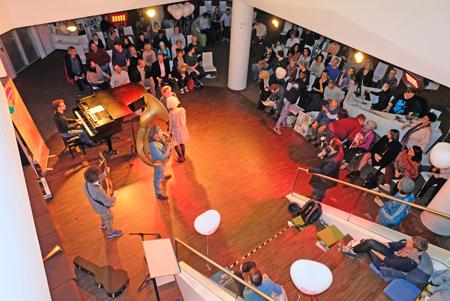 """Eröffnungsveranstaltung """"Mut zur Zartheit"""" in der Mauritius-Mediathek  Foto: Diether v. Goddenthow"""