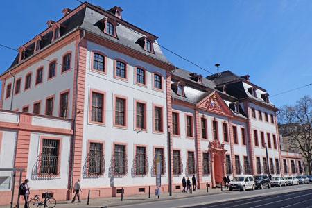Der Erthaler Hof in Mainz, Sitz der Generaldirektion Kulturelles Erbe, ist einer der zahlreichen bedeutenden Mainzer Adelshöfe. © Foto: Diether v. Goddenthow