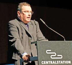 Stadtarchivar Dr. Peter Engels.Foto: Diether v. Goddenthow
