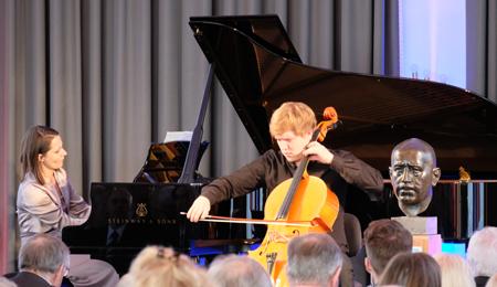 Musikalische umrahmt wurde die Veranstaltung mit Werken von Peter I. Tschaikowsky, Jospeh Achron und Ludwig van Beethoven von der Kronberg Academy.Foto: Diether v. Goddenthow