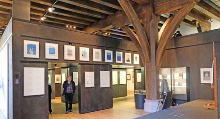 Ausstellungs-Impression. Erdgeschoss Caricatura Museum für Komische Kunst Frankfurt.  Foto: Diether v. Goddenthow