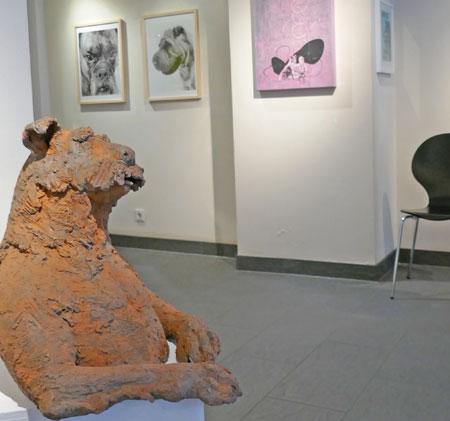 """Ausstellungs-Impression, """"Rund um den Hund"""", vom 18. Nov. 2017 bis 6. Januar 2018. Galerie Mainzer Kunst, Weihergarten 11, 55116 Mainz am Rhein.  Foto: Heike Wolf v. Goddenthow"""