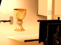 """Der """"Tassilokelch"""", 786 n. Chr. steht am Tag der offenen Werkstätten noch einmal Modell.Foto: Diether v. Goddenthow"""