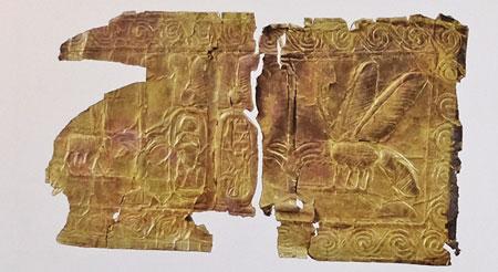 Fragment eines von zirka 100 Goldblechen des Tutanchamun im Ägyptischen Museum in Kairo.