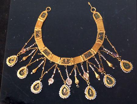 Colliers aus dem byzantinischen Goldschatzes von Preslav  971 n. Chr. Foto: Diether v. Goddenthow