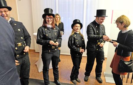 Jeder Gast erhielt bei der Begrüßung seinen persönlichen kleinen Glückbringer überreicht. Foto: Diether v. Goddenthow © atelier-goddenthow.de