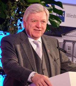 Ministerpräsident Volker Bouffier setzte auf Verlässlichkeit und stabile politische Rahmenbedingungen für die Wirtschaft. Diether v. Goddenthow © atelier-goddenthow