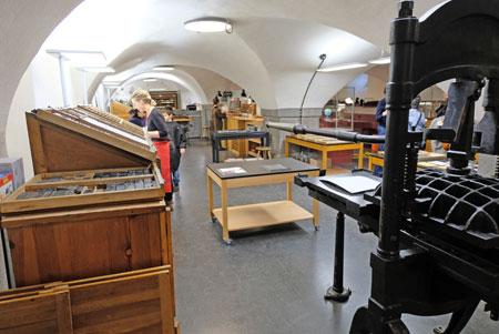 Beispiel: Druckwerkstatt im Museumskeller.© Foto: atelier-Goddenthow