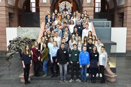 59 Jungforscherinnen und Jungforscher stellen beim Regionalwettbewerb Rhein-Main West im Senckenberg Naturmuseum ihre Projekte vor..  © Senckenberg/Tränkner