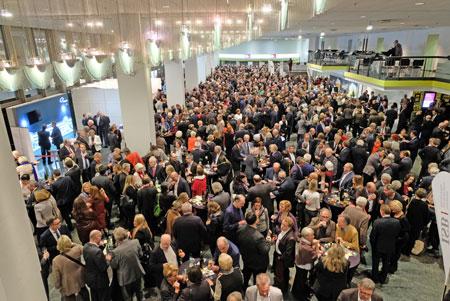 Netzwerken bei Wein und Bretzel auf dem Jahresempfang der rheinland-pfälzischen Wirtschaft 2018. Foto: Diether v. Goddenthow © atelier-goddenthow.de