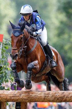 Sarah Cohen und ihr Pferd Treason voll konzentriert zum Sieg in Wiesbadens Vielseitigkeit 2017. Foto: WRFC/Lafrentz