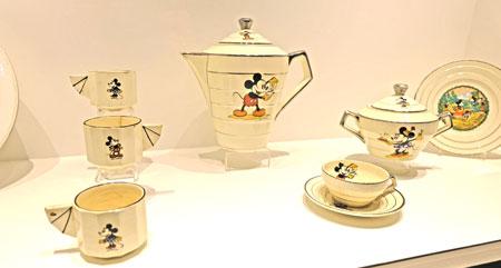 Art Deco-Service mit Micky Maus-Motiven aus Frankreich war in den 30er Jahren En Vogue © Foto: Diether v. Goddenthow