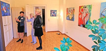 """AndreaMaria Bresson """"Caleidoscope - Drei Partituren"""" Leben - Tanz - BeWusstSein in der AIDS Hilfe Wiesbaden. © Foto: Diether v. Goddenthow"""