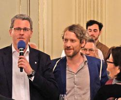 Staatssekretär Patrick Burghardt mit goEast-Urgestein und Organisator Stefan Adrian, begrüßen beim Empfang die Gäste. © Foto: Diether v. Goddenthow