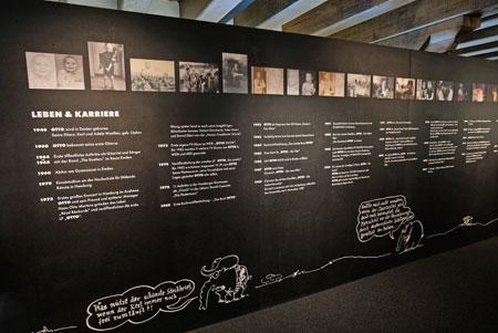 Anschauliche Biographiewand von Deutschlands berühmtesten Dauerkünstler Otto Waalkes. © Foto: Diether v. Goddenthow