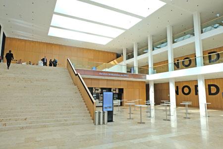 Rhein-Main CongressCenter Haupteingangsbereich Nord. © Foto: Diether v. Goddenthow