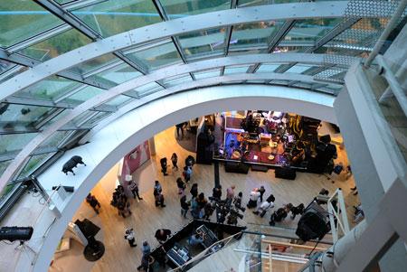 Museum für Kommunikation. Im UG Live-Konzerte u. -Lesungen und Abtanzen bis zum Morgen. © Foto: Diether v. Goddenthow