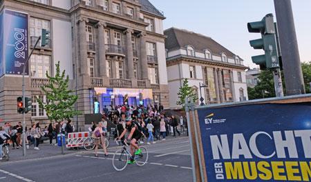 Beliebtes Ziel war wieder auch das Deutsches Filmmuseum in der Nacht der Museen. © Foto: Diether v. Goddenthow