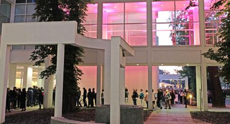 Das Museum Angewandte Kunst wurde in dieser Nacht für viele zum Fashion- Tempel praktizierter auf dem Laufsteg als selbstinszenierte Stilikone.  © Foto: Diether v. Goddenthow
