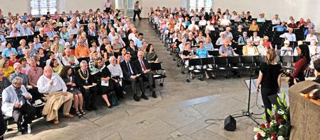 """Fast bis auf den letzten Platz hatten  Frankfurts """"Ehrenamtliche"""" die Paulskirche """"besetzt"""". © Foto: Diether v. Goddenthow"""