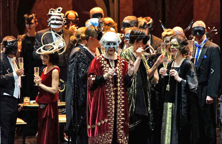 Szene aus Verdi-Oper Ein Maskenball. Foto: Karl & Monika Forster