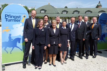 Vorfreude in den Gesichtern des WRFC-Vorstands rund um Präsidentin Kristina Dyckerhoff  – noch 15 Tage bis PfingstTurnier-Beginn…  · Foto: Frank Hennig