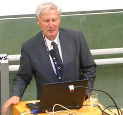 "Univ.-Prof. Dr. Dr. h. c. Christoph Huber über ""Moderne Immuntherapien für Krebserkrankungen"" Foto: Heike v. Goddenthow"