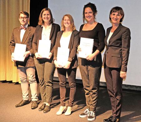 Gutenberg-Stipendium 2018 wurde am 22.06.2018 verliehen von Kulturdezernentin Marianne Grosse (r.) an Jana Gregorczyk,Katharina Kasinger,Melissa Isabella Koch und Marius Müller. © Foto: Diether v. Goddenthow