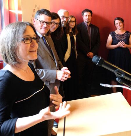 """Dr-Sabine Manke, mit  Büchner-Verlagsteam, dankte für die """"wahnsinnig tolle Idee"""". © Foto: Diether v. Goddenthow"""