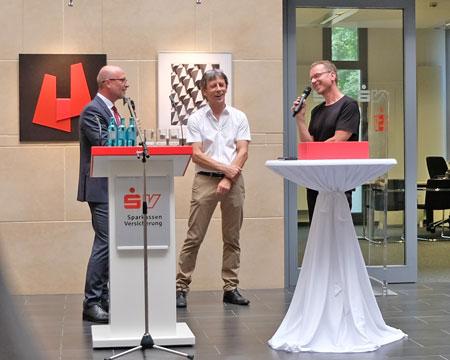 Dr. Stefan Korbach, Mitglied des Vorstandes der SV im Gespräch mit Robert Krainhöfner (r) und  Stanislaw Chomicki (m). © Foto: Diether v. Goddenthow