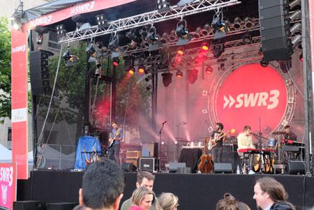 Auf sieben Bühnen, Musik ohne Ende, gratis, hier Auftakt der Johannis-Nacht an der SWR-3-Bühne mit Tonic.© Foto: Diether v. Goddenthow