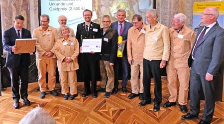 Die Preisträger mit Kunst- und Kulturminister Boris Rhein und Dr. Markus Harzenetter Präsident des Landesamtes für Denkmalpflege Hessen.© Foto: Diether v. Goddenthow