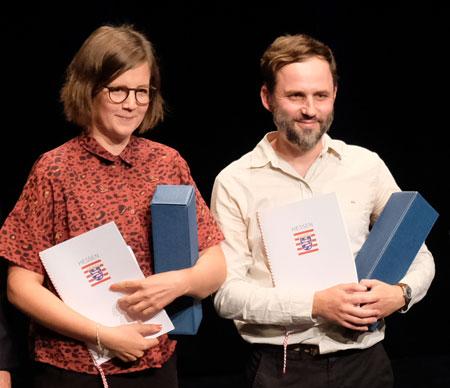 """Robert-Gernhardt-Preisträger: Julia Wolf für ihr Romanprojekt """"Alte Mädchen"""". Florian Wacker für sein Romanprojekt """"Dikson"""". Foto: Diether v. Goddenthow"""