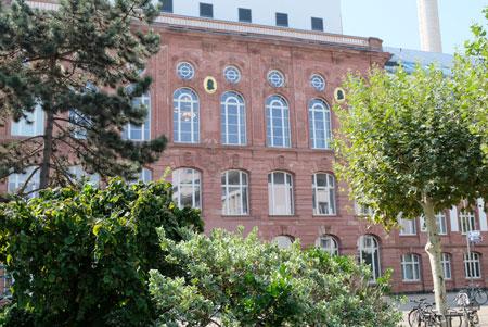 Forschungsgebäude Arthur-von Weinberg-Haus und Jügelhaus. © Foto: Diether v. Goddenthow