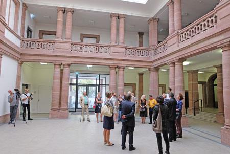 Gebäude-Impression Südeingang. © Foto: Diether v. Goddenthow
